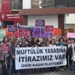 İzmir'de kadınlar müftülük yasasına karşı sokaktaydı